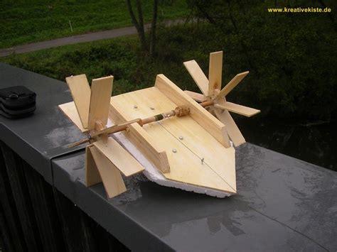 werken mit holz anleitungen boot mit eigenantrieb bauen maschenele boot basteln kinder basteln holz und werken mit