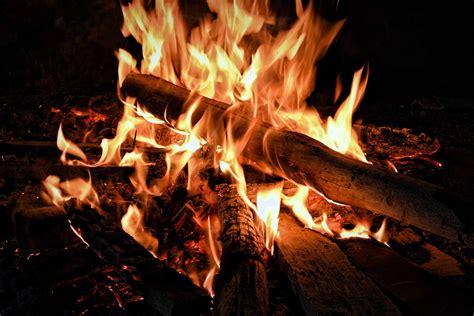 Wie Heiß Wird Ein Lagerfeuer in 7 schritten zum perfekten lagerfeuer bis zu dem l 246 schen