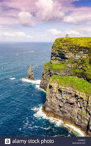 Bild Hochkant Format : cliffs of moher ireland travel traveling sea nature portrait format stock photo 165830517 alamy ~ Orissabook.com Haus und Dekorationen