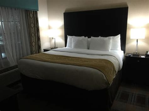 comfort suites new orleans smaller of the two rooms in the two bedroom suite