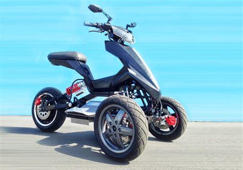 Three-wheeled Electric Vehicles