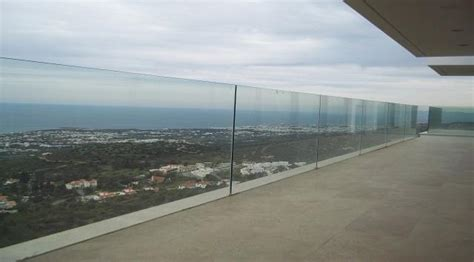 garde corps en verre extérieur balustrade en verre sur rail garde corps aluminium