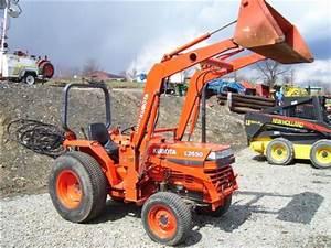 John Deere Garden Tractor With Loader  Kubota L2650 Loader