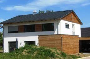 Haus Satteldach 30 Grad : fassade holz putz wei fassade pinterest ~ Lizthompson.info Haus und Dekorationen