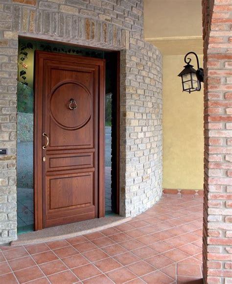 Porta Ingresso Legno Porta D Ingresso In Legno Massello Su Misura Portoni Primo