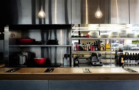 restaurant cuisine ouverte un restaurant au design chaleureux pour une cuisine sans frontières par agnès vermod domozoom com