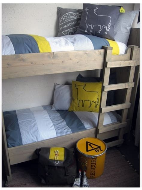 chambre enfant jaune chambre enfant une touche de jaune 192 d 233 couvrir