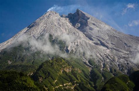 le chaudron de vulcain january   en indonesia
