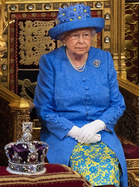 queen elizabeth    political fashion statement