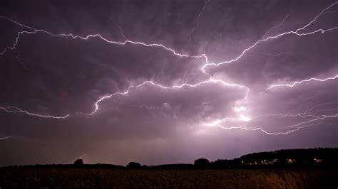 Mit Blitzen by Gewitter Wenn S Blitzt Und Donnert Wissen Themen Br De