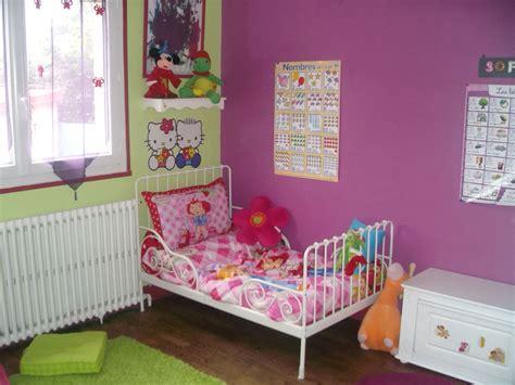 chambre bebe vert anis affordable objet deco chambre bebe lit photo chambre trs
