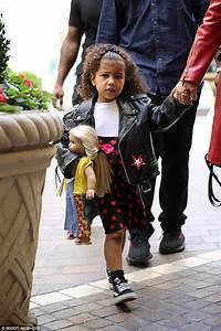 Kourtney Kardashian and Kris Jenner take North shopping ...