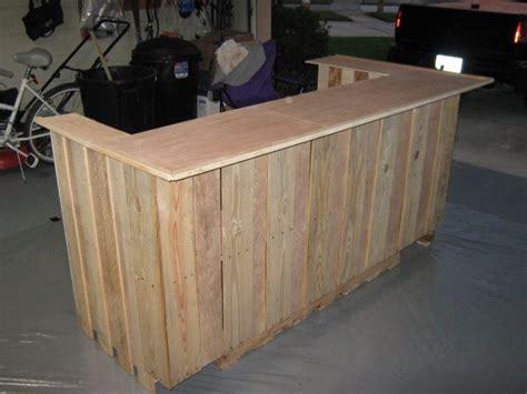 build  bar   pallets uploaded  pinterest
