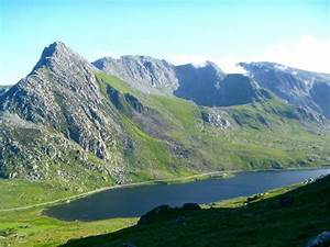 Tryfan and the Glyders - Picture of Mountain Journeys ...