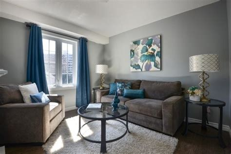 Farbideen Wohnzimmer Wände Grau Streichen Braune Möbel