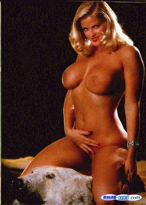 Anna Nicole Smith Showing Her Big Boobs And Pussy And Big Cleavage In Movie Pichunter