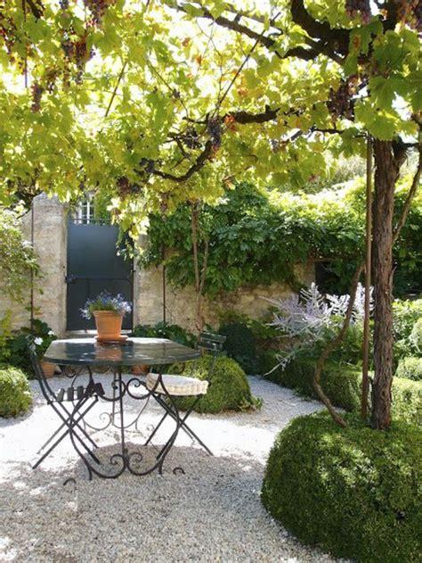 table et chaise de jardin pas cher table basse de jardin pas cher maison design bahbe com