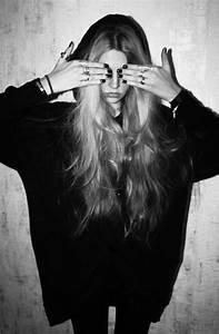 Black and White hipster indie Grunge nail polish rings ...