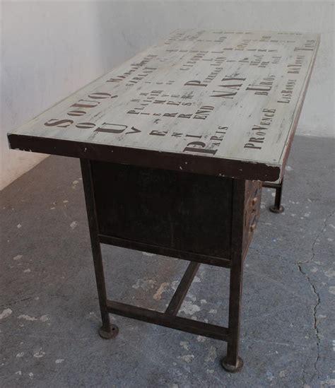 bureau fer bureau style industriel fer brossé et inscriptions pochées