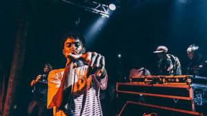 playboi carti is singing with bands showing