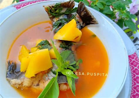 This restaurant specialty is pindang patin and pindang iga but other foods is worth to try such as ikan bakar (grilled fish). Resep Pindang Meranjat oleh Esa Puspita - Cookpad