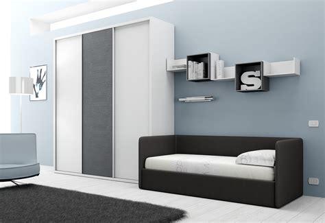 lit avec canapé chambre avec lit canapé et armoire compact so nuit