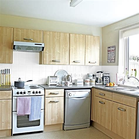Traditional Woodeffect Kitchen With Freestanding Oven