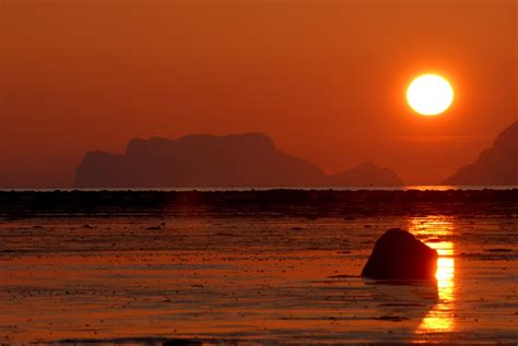 Where to see the Midnight sun - Fjord Travel Norway