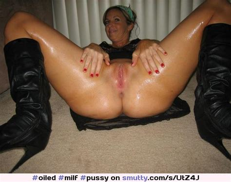 Milf Pussy Spreading Showingpussy Smiling Oiled Smutty Com