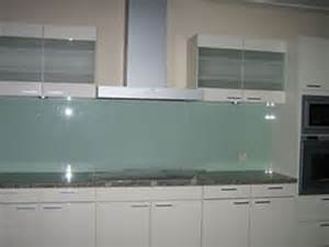 white kitchen glass backsplash august 2015