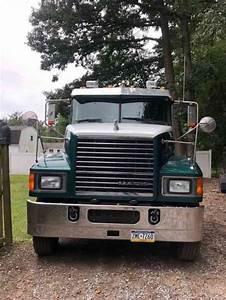 Mack Chu 613  2012    Sleeper Semi Trucks