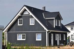 Haus Mit Holzfassade : holzfassade haus fertighaus mit dunkler holzfassade thams h user ~ Markanthonyermac.com Haus und Dekorationen