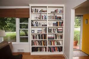 Simple vertical bookshelf decorating idea for an empty corner for Kids bookshelf decorate 2015