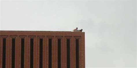 foto mahasiswa amerika lagi ml diatas gedung kus berita komunitas