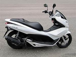 Honda 125 Pcx : file honda pcx125 2011 jpg wikimedia commons ~ Medecine-chirurgie-esthetiques.com Avis de Voitures