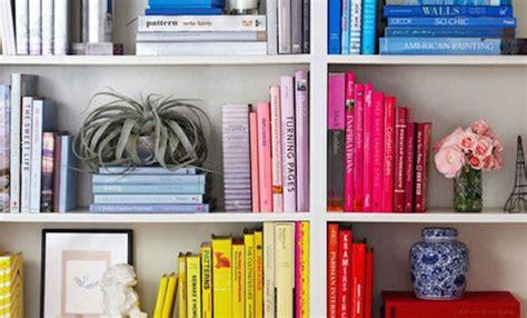 libri in libreria come organizzare e ordinare i libri soluzioni di casa