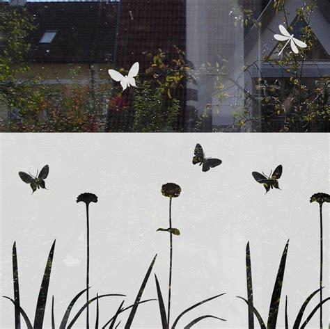 Fenster Sichtschutzfolie Schmetterlinge by Sichtschutz F 252 R Fenster Mit Blumen Und Schmetterlingen In