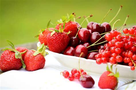 waffeltorte mit roter grütze rote gr 252 tze mit vanilleso 223 e veggies vegan