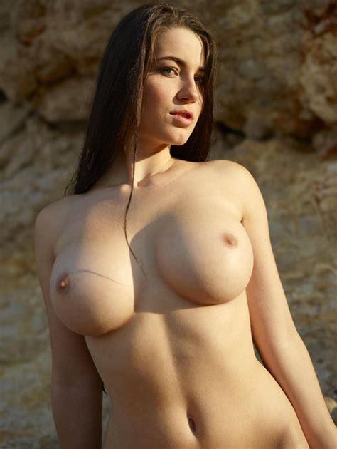Beautiful Brunettes Page