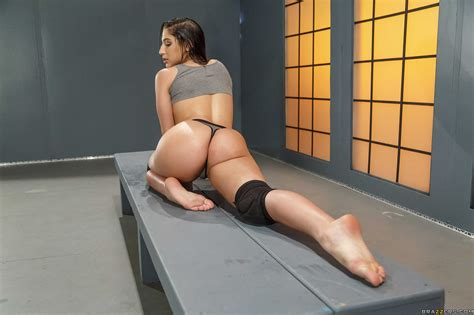 Brunette Nympho Takes Bbc In Her Round Ass Photos Abella