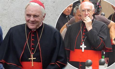 anthony hopkins  jonathan pryce dress  pope benedict