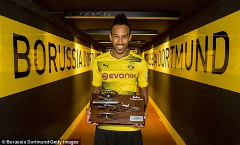 Pierre-Emerick Aubameyang scoops Bundesliga golden boot ...
