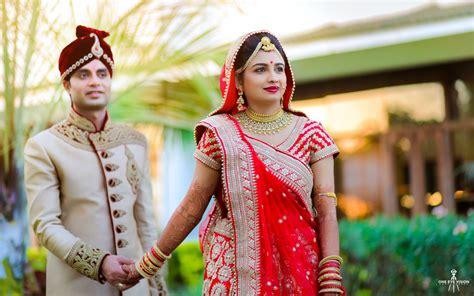 professional indian wedding photography poses wedding portraits of disha ashwini gulmohar greens