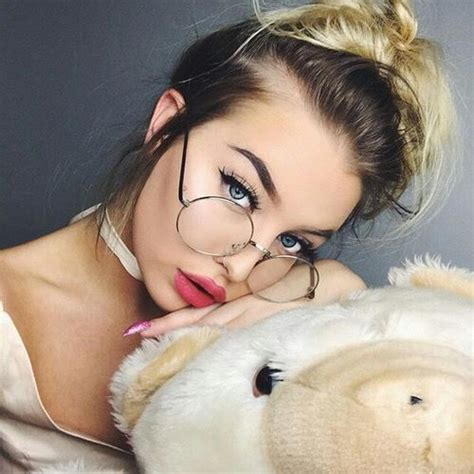 ⊱ɛʂɬཞɛƖƖą⊰ Glasses for round faces Glasses makeup Makeup