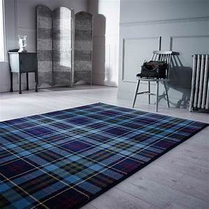 Idees deco avec le tissu ecossais classique for Nettoyage tapis avec canapé écossais