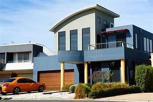 Belle Maison Moderne : belle maison moderne architecture neuve image stock image du entr e trappe 21144841 ~ Melissatoandfro.com Idées de Décoration