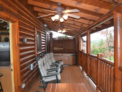 pet friendly cabins pigeon forge 3 bedroom 2 bathroom cabin pigeon forge pet friendly