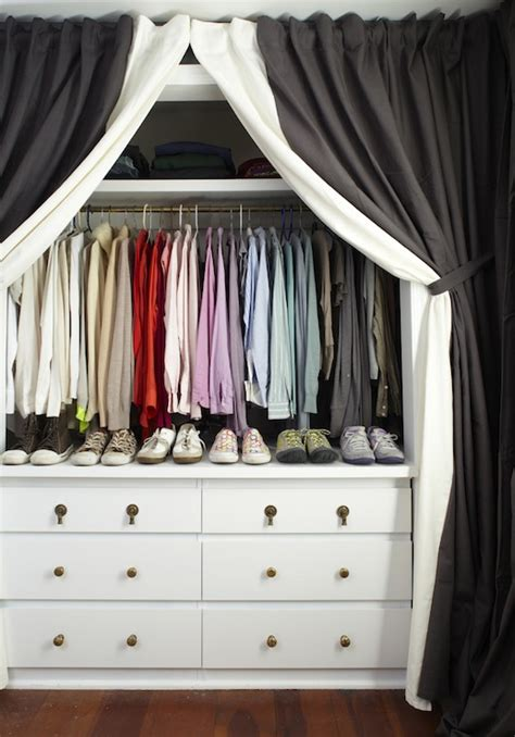 Walk In Closet Curtain by Curtains In Place Of Closet Doors Design Ideas