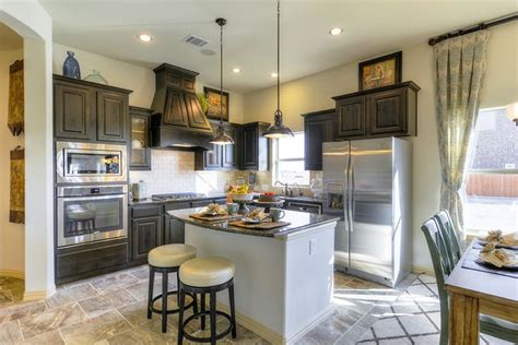 kitchen cabinets dallas tx gehan homes kitchen wood cabinets stainless steel 8717