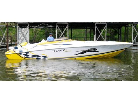 Speed Boats For Sale In Tennessee by 2003 Donzi 33 Zx Daytona Powerboat For Sale In Tennessee